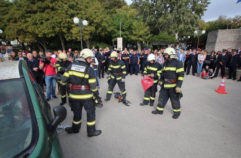 Otok Krk - otok-krk.org, Razno - Krčkim vatrogascima uručeni ključevi novog višenamjenskog vozila za tehničke intervencije
